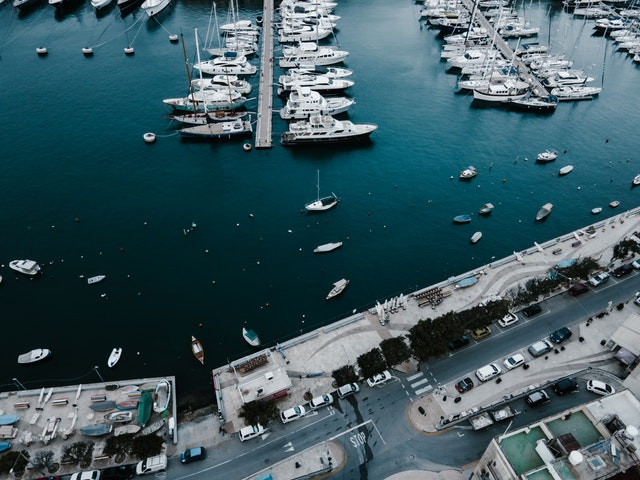 4 Reasons Why You Should Rent A Boat For Holidays